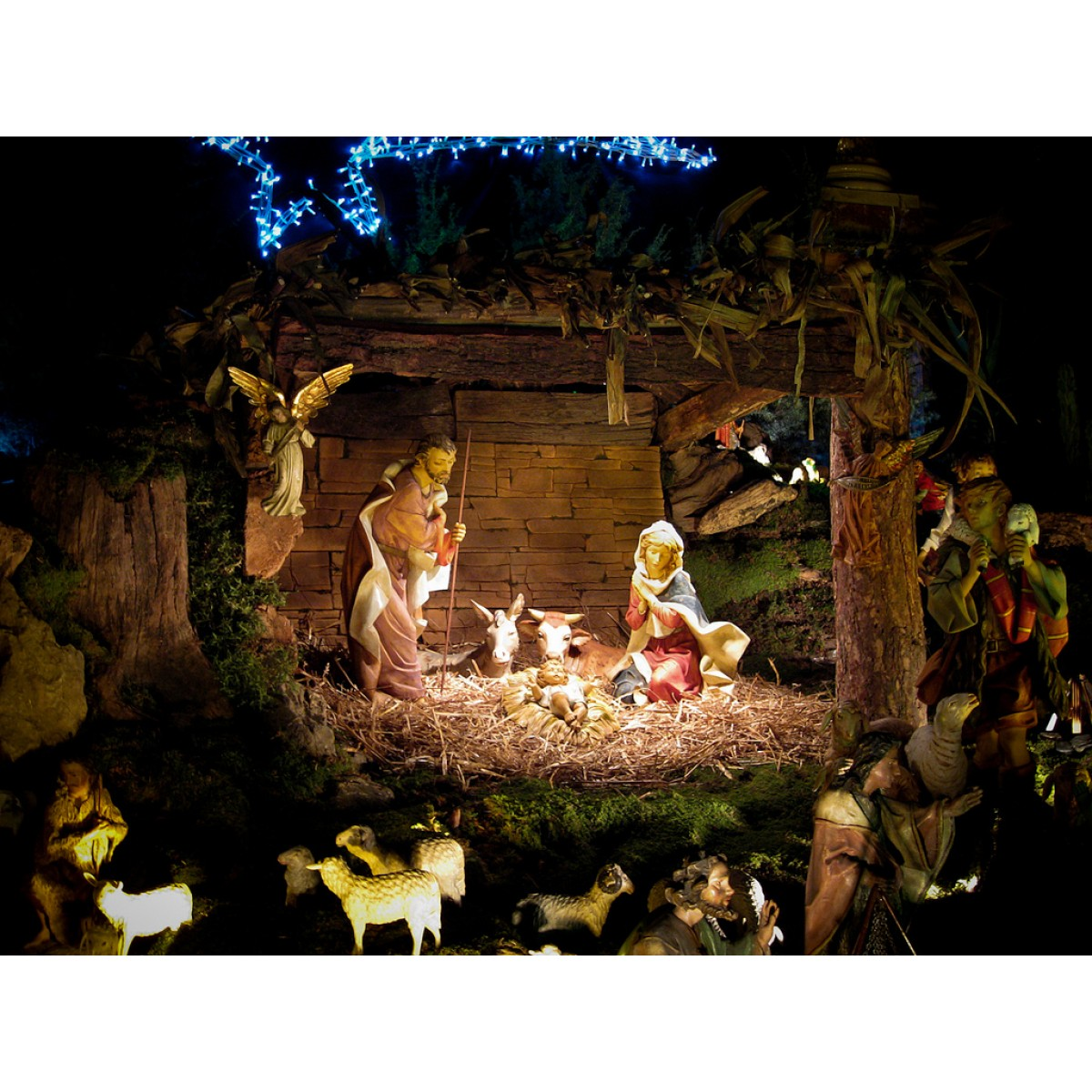 Housewarming Gifts For First Home Christmas Pulkoodu Crib Gift Delivery In Kerala
