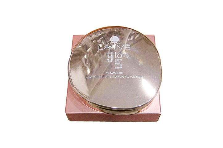 Lakme 9 to 5 Flawless Matte Complexion Compact Apricot - OBC2024