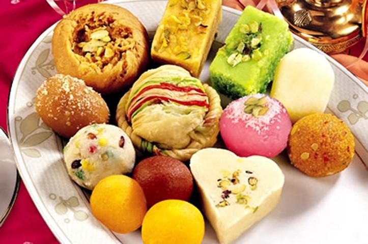 Mixed Sweets - Ghee Laddu, Badusha, Gujiya, Mysore Pak & Milk Peda - 6NAV356