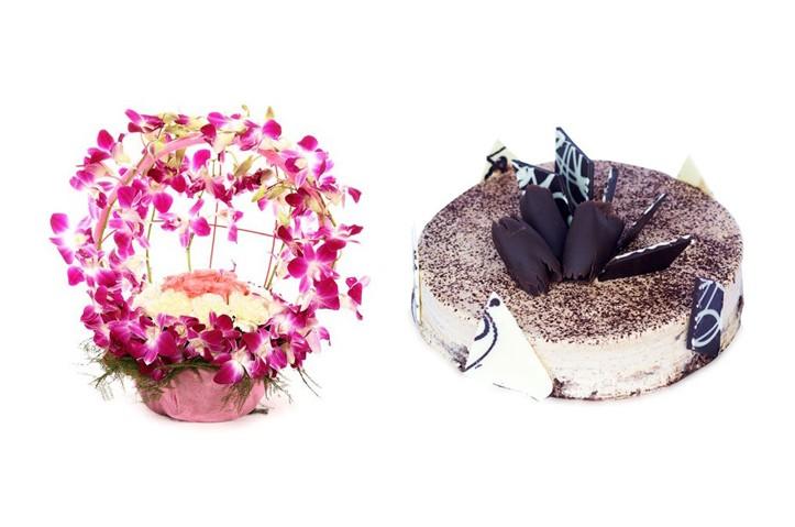 Wedding Gift Set - Tiramisu Cake & Mixed Flower Basket - CAFLBUND2
